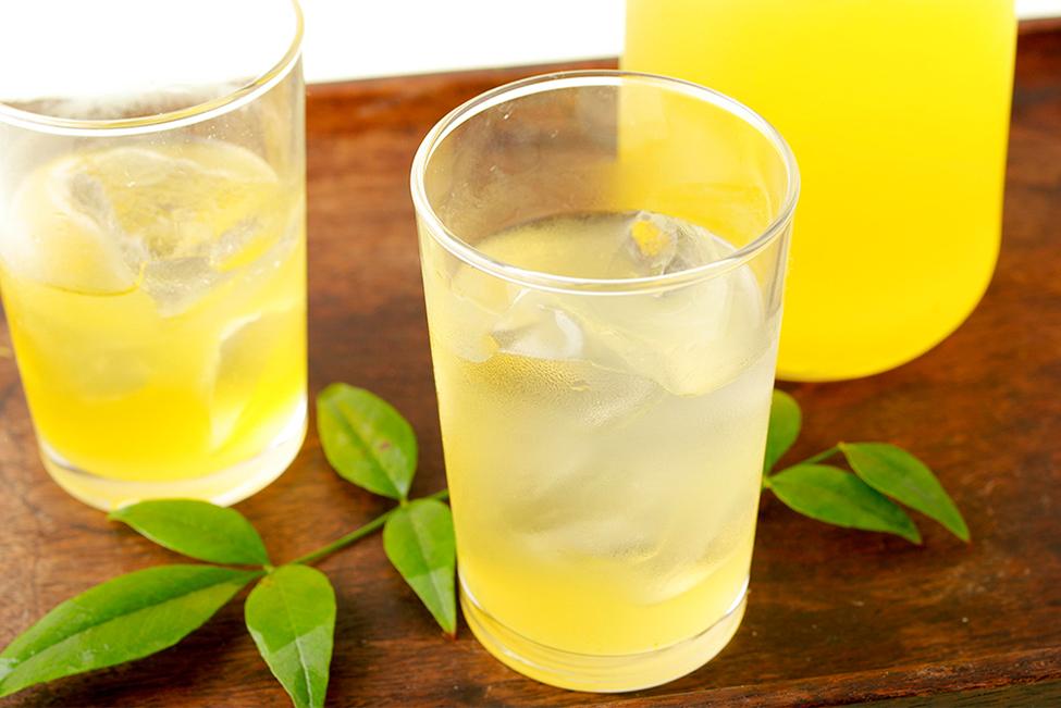させぼレモン絞りで作ったジュース